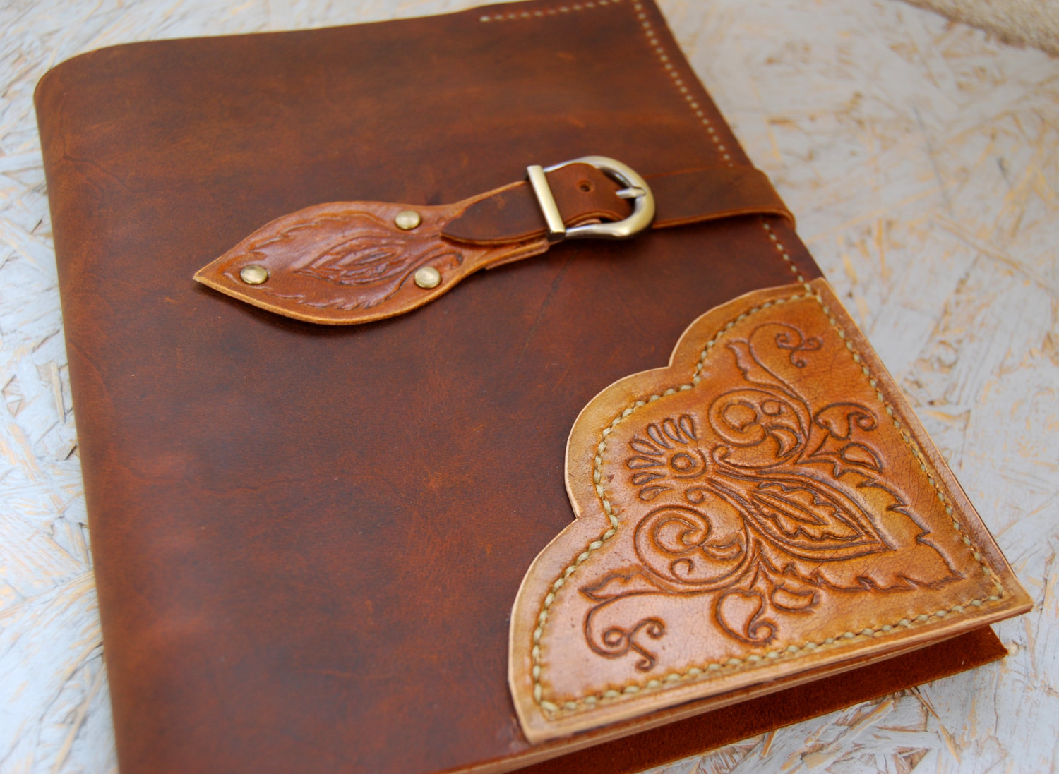 traditional leather anniversary gifts